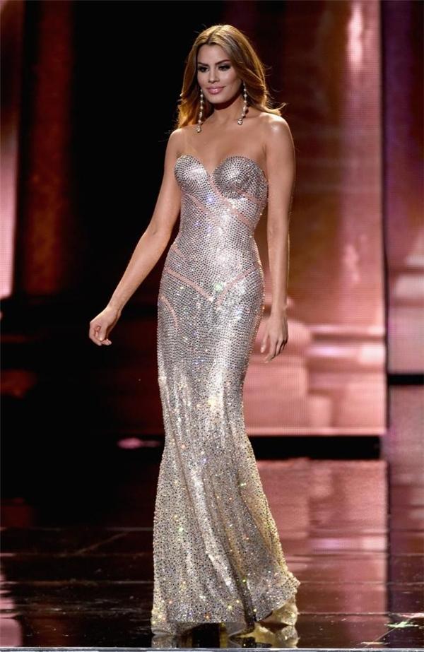 Hoa hậu Colombia sở hữu một trong 4 bộ váy dạ hội đẹp nhất. Ảnh: Getty - Tin sao Viet - Tin tuc sao Viet - Scandal sao Viet - Tin tuc cua Sao - Tin cua Sao