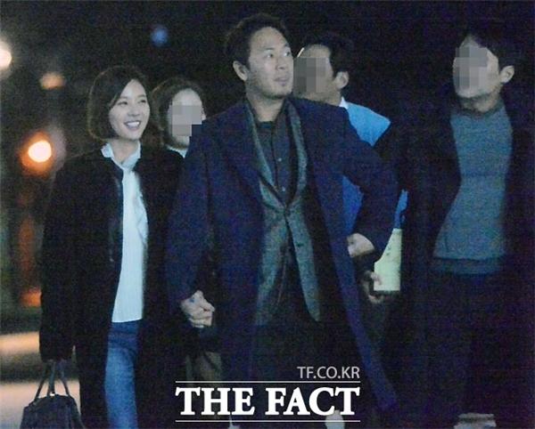 Loạt ảnh hẹn hò của nữ diễn viên được tung ra vào tháng 12/2015