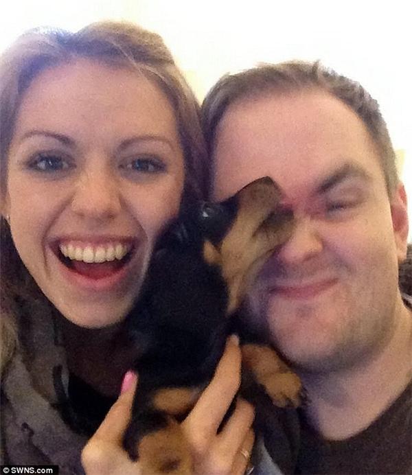 Emma và chú cún cưng của cô – Colin. (Ảnh: Internet)