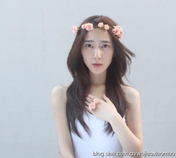 Sở hữu vẻ đẹp trong sáng, mộc mạc, Hân Dĩnh là một trong những mỹ nữ làm nên thương hiệu của Học viện Điện ảnh Bắc Kinh.