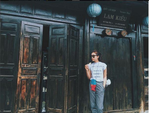 Kỳ Duyên thường sử dụng các loại phụ kiện như: túi xách, mắt kính, ví cầm tay để tô điểm cho bộ trang phục thêm phần bắt mắt. Người đẹp chăm chỉ đầu tư những phụ kiện đắt tiền đến từ các thương hiệu lớn như Chanel, Gucci, YSL.
