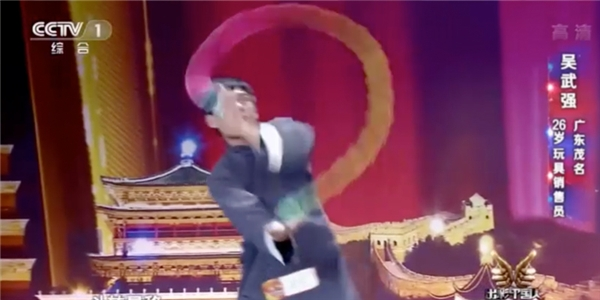 Màn múa kungfu với đồ chơi khiến Phạm Băng Băng mê tít