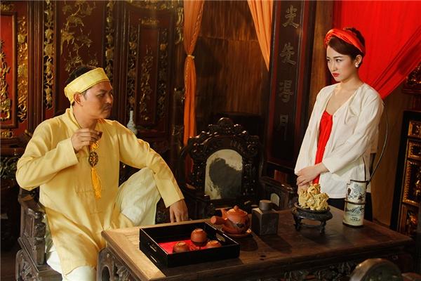 DJ Trang Moon diện trang phục khá táo bạo, khéo léo khoe vòng 1 căng đầy lấp ló.