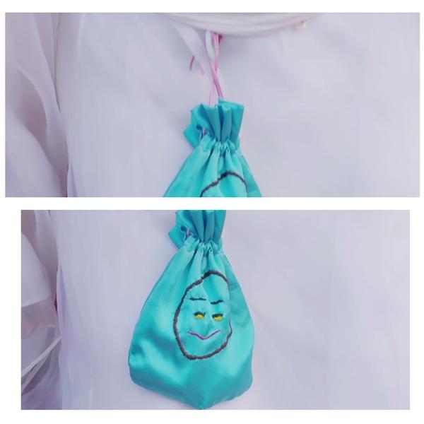 Chiếc túi thêucó hình mặt tròn của Cửu vương gia do Bồng Bồng thêutrong phim cũng là hàng được rao bán trên các trang mạng. Giá của chiếc túi này là 70.000 đồng.