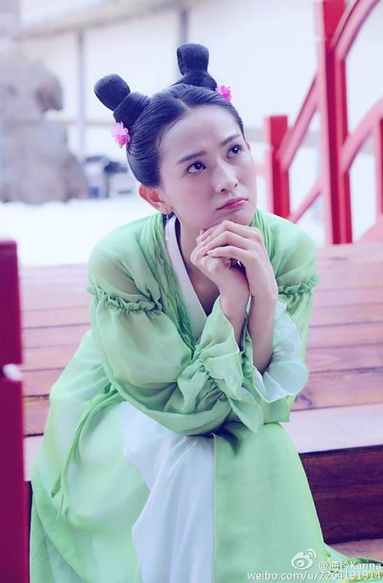 Soi giá của kho phục trang hàng chợ trong Thái Tử Phi Thăng Chức Ký