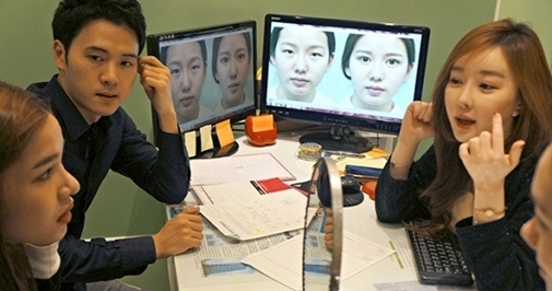 Kỳ Hân ngồi nghe chuyên viên tư vấn phân tích rất kĩ trước khi tiến hành ca phẫu thuật thẩm mĩ như mong muốn - Tin sao Viet - Tin tuc sao Viet - Scandal sao Viet - Tin tuc cua Sao - Tin cua Sao