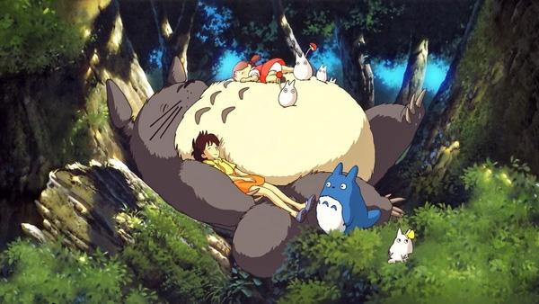 """4. """"My neighbor Totoro"""" được sản xuất vào năm 1988 với nhân vật chính là chúa tể bụng bự của khu rừng Totoro."""