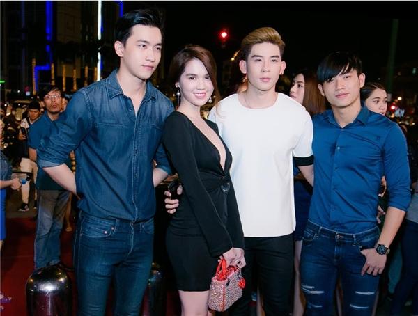 Dàn người mẫu Venus góp mặt để ủng hộ đàn em Kỳ Hân. - Tin sao Viet - Tin tuc sao Viet - Scandal sao Viet - Tin tuc cua Sao - Tin cua Sao
