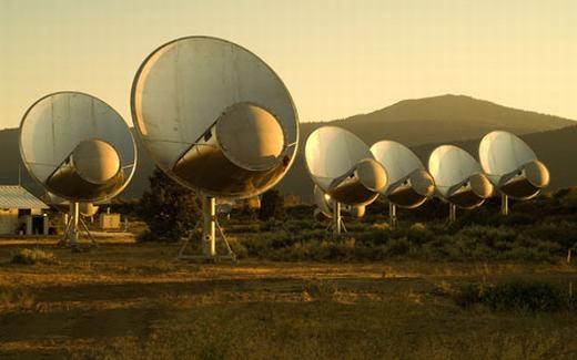 Rất nhiều kính thiên văn được dựng lên với hi vọng tìm ra người ngoài hành tinh. (Ảnh: Internet)