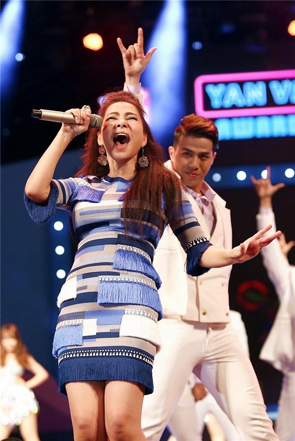 """Được mệnh danh là """"Nữ hoàng nhạc Dance"""", Thu Minh đã mang đến chương trình những giai điệu sôi động, bắt tai khiến ai ai cũng đều muốn nhún nhảy theo. - Tin sao Viet - Tin tuc sao Viet - Scandal sao Viet - Tin tuc cua Sao - Tin cua Sao"""