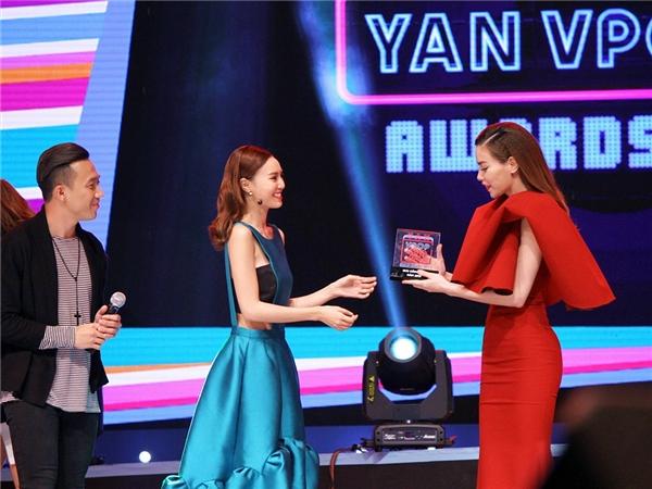 Hồ Ngọc Hà tràn ngậphạnh phúc với món quà đầu năm mới - Tin sao Viet - Tin tuc sao Viet - Scandal sao Viet - Tin tuc cua Sao - Tin cua Sao