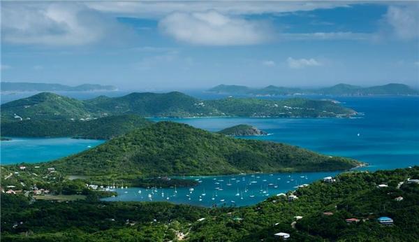 Vịnh Coral (St.John, đảo quần đảo Virgin, Mỹ), được xếp thứ 4, vì được đánh giá là nơi nghỉ dưỡng lí tưởng, ít ồn ào và náo nhiệt.Ảnh:New York Times