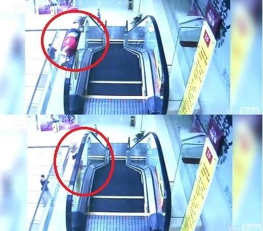 Vào tháng 5/2015, khi đi trên thang cuốn của trung tâm thương mại ở tỉnh Quảng Đông, Trung Quốc, một bé trai 2 tuổi đã vịn tay vào thành thang cuốnthì bị thang kéo đi và ngã từ trên cao xuống. Rất may là cậu bé đã được đưa vào bệnh viện kịp thời và qua cơn nguy hiểm. (Ảnh: Internet)