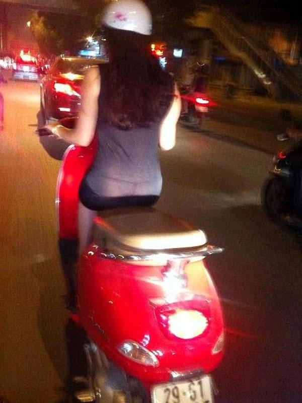 Những bộ trang phục xuyên thấu vẫn được các cô gái tự tin diện xuống phố. (Ảnh Internet)