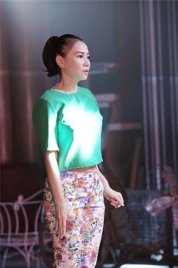 Thu Minh xuất hiện tại buổi tổng duyệt trong trang phục đơn giản. - Tin sao Viet - Tin tuc sao Viet - Scandal sao Viet - Tin tuc cua Sao - Tin cua Sao