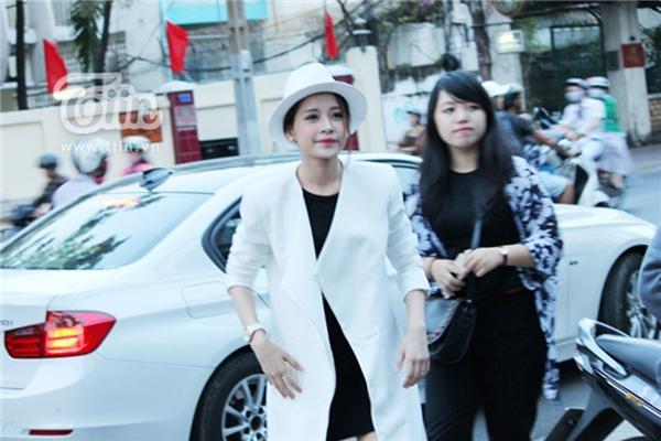Mới đây, hot girl Chi Pu đã công khai chia sẻ thành quả sau nhiều năm lao động của mình là chiếc xế hộp trị giá 2 tỷ.