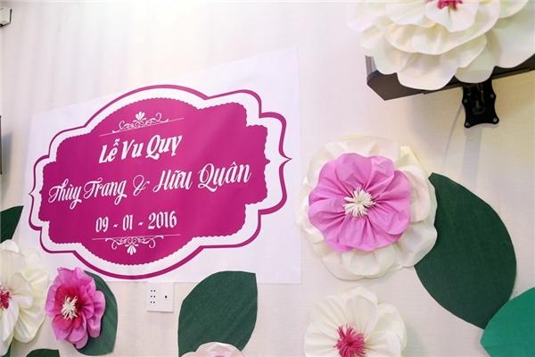 Không gian ngôi nhà được tranh trí bởi hoa giấy được làm bằng tay. - Tin sao Viet - Tin tuc sao Viet - Scandal sao Viet - Tin tuc cua Sao - Tin cua Sao