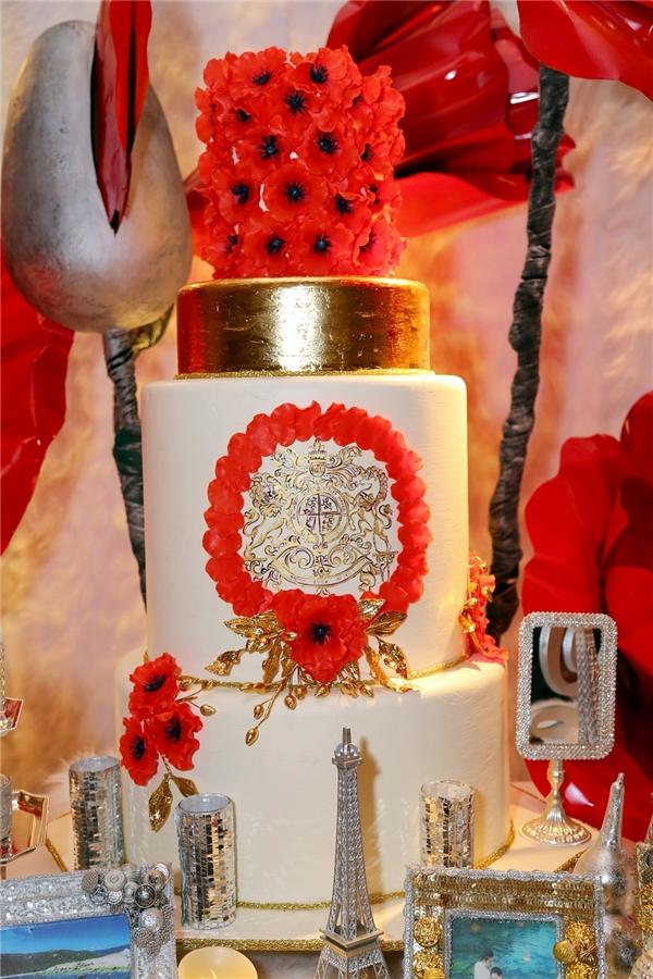 Không gian tiệc cưới được bày trí sang trọng với tông màu đỏ chủ đạo. - Tin sao Viet - Tin tuc sao Viet - Scandal sao Viet - Tin tuc cua Sao - Tin cua Sao