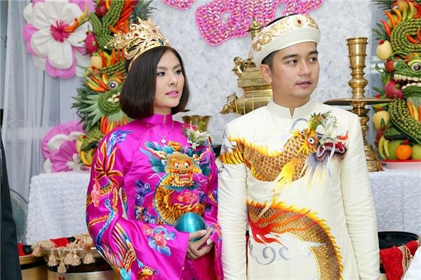 Cô dâu Vân Trang xinh đẹp, e ấp bên cạnh Hữu Quân điển trai - Tin sao Viet - Tin tuc sao Viet - Scandal sao Viet - Tin tuc cua Sao - Tin cua Sao