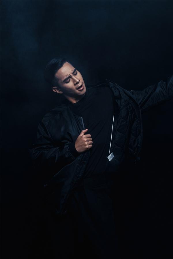 Những chuyển động hình thể thu hút, bắt mắt của nam diễn viên Con ma nhà họ Vương.