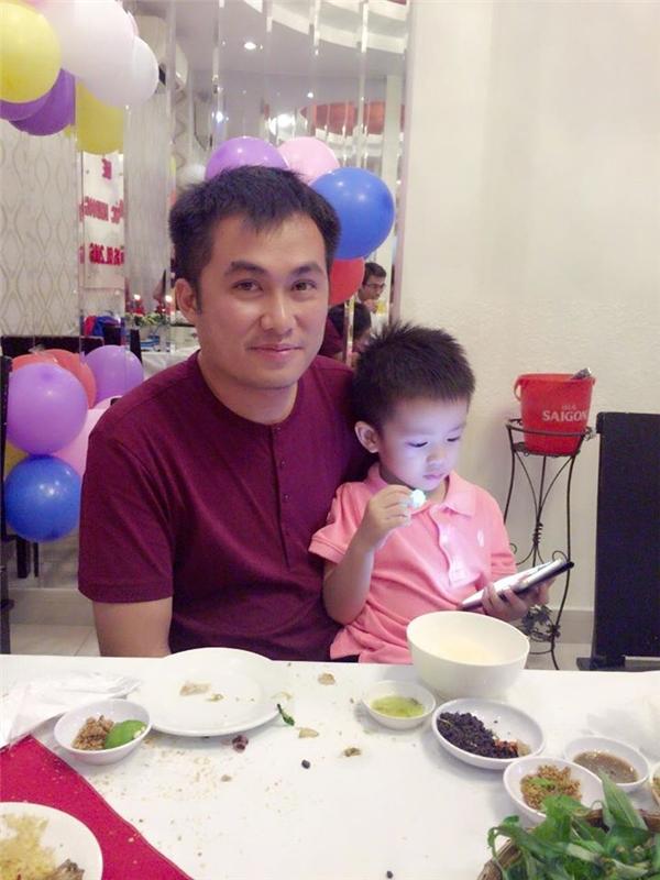 Chồng Huyền Thương và con trai.