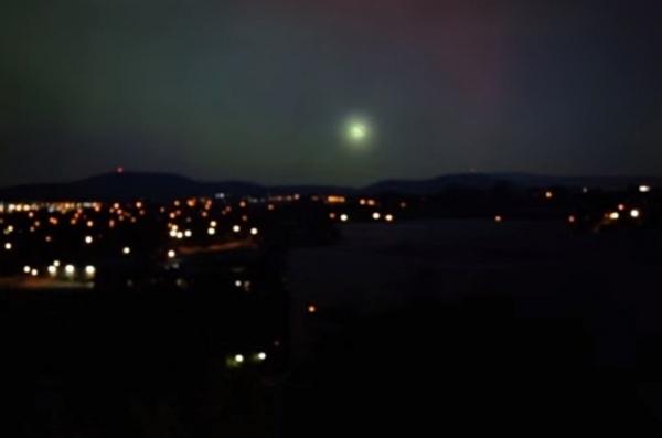 """""""Quả cầu ánh sáng"""" nhìn từ xa. (Ảnh: Chụp màn hình)"""