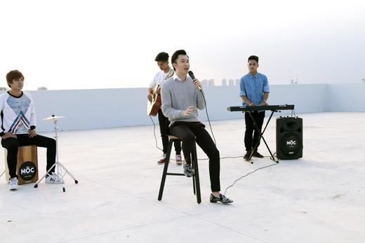 Dương Triệu Vũsẽdành tặng khán giả những ca khúc tâm đắc của mình như Ngày gặp lại, When I Cry, Anh biết và Muộn màng.