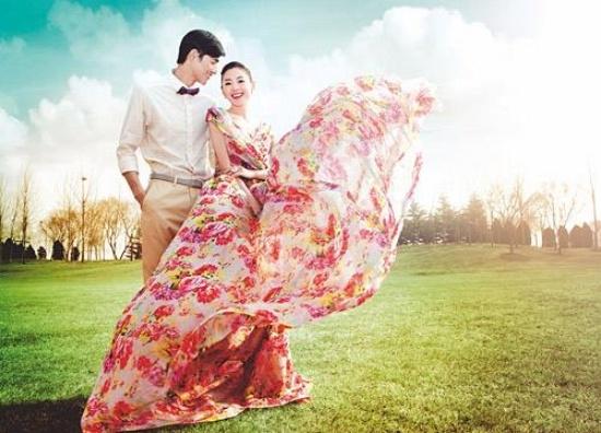 Giật mình với ảnh cưới của thái tử phi Trương Thiên Ái và chồng hụt