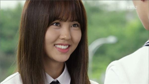 Ánh mắt hiền lành của Eunbi