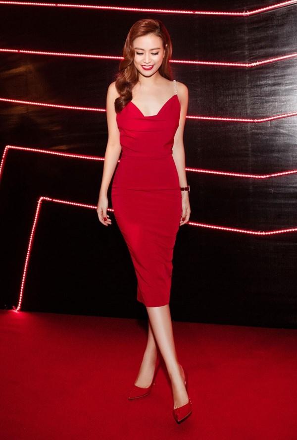 Lan Khuê, Phạm Hương đẹp mê hồn với váy đỏ rực