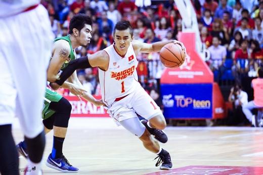 Tuấn Tú có trận đấu đầu tiên của mình với Saigon Heat tại ABL trước gần 2000 cổ động viên tại Nhà thi đấuCIS.