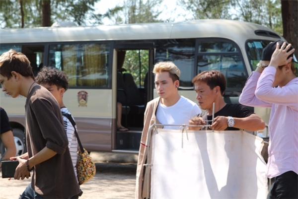 Phan Mạnh Quỳnh không ngại đội nắng cùng ê-kíp để MV được trình làng đúng dự tính. - Tin sao Viet - Tin tuc sao Viet - Scandal sao Viet - Tin tuc cua Sao - Tin cua Sao