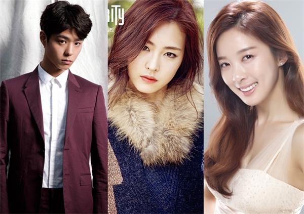 Park Bo Gum hiện đang là cái tên được khán giả màn ảnh Hàn chú ý nhờ vai diễn Taek ngố trong Reply 1988. Đúng với hình tượng trong phim, ngoài đời, nam diễn viên chia sẻ anh thích những người con gái sở hữu vẻ đẹp tự nhiên, hòa hợp cả về niềm tin tôn giáo lẫn những giá trị cuộc sống. Nam diễn viên sinh năm 93 chọn Lee Yeon Hee và Lee Chung Ah làm hình mẫu bạn gái lí tưởng để hẹn hò trong tương lai.