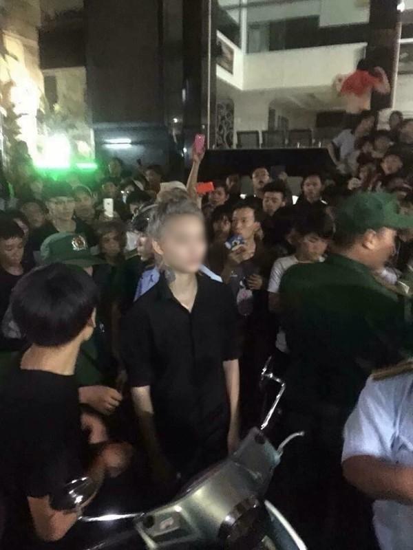 Sự việc gây náo loạn phố đi bộ Nguyễn Huệ của hai cô gái này từng làm xôn xao dư luận. (Ảnh Internet)
