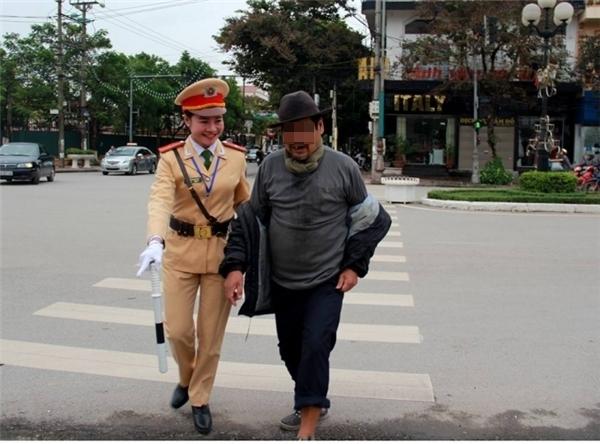 Hình ảnh đẹp về một nữ cảnh sát giao thông có tên là Thúy Quỳnh - CSGT CATP Bắc Giang. Ảnh: Internet