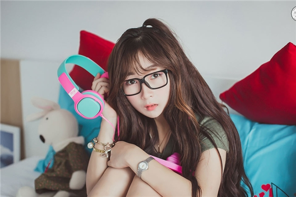 Nguyễn Lê Tường Vi(nick name Papy Xù) là một trong những cô gái ngàn like được chú ý trên Facebook.