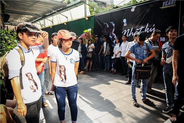 Rất đông khán giả hâm mộ đã đến từ rất sớm để tham gia buổi giao lưu cùng Phương Mỹ Chi. - Tin sao Viet - Tin tuc sao Viet - Scandal sao Viet - Tin tuc cua Sao - Tin cua Sao