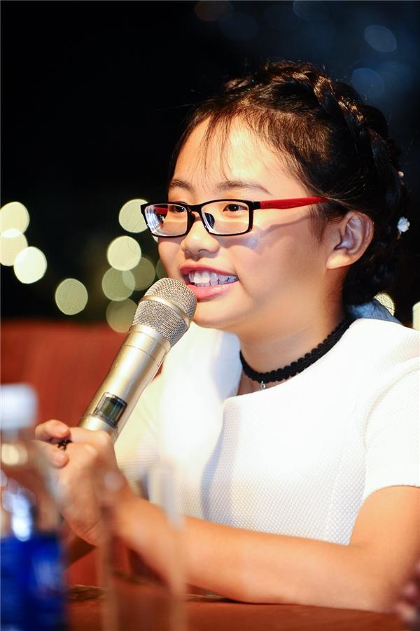 Á quân Giọng hát Việt nhí 2013 khẳng định em sẽ theo đuổi nghề hát và dòng nhạc dân ca trữ tình đến suốt đời, cho đến khi nào khán giả không còn muốn nghe Phương Mỹ Chi hát nữa mới thôi. - Tin sao Viet - Tin tuc sao Viet - Scandal sao Viet - Tin tuc cua Sao - Tin cua Sao