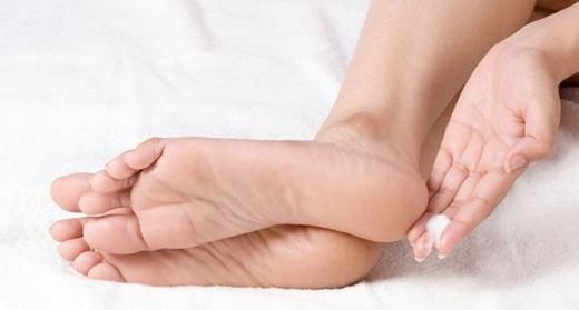 Đôi gót chân khô khiến bạn khổ sở (Ảnh: Internet)