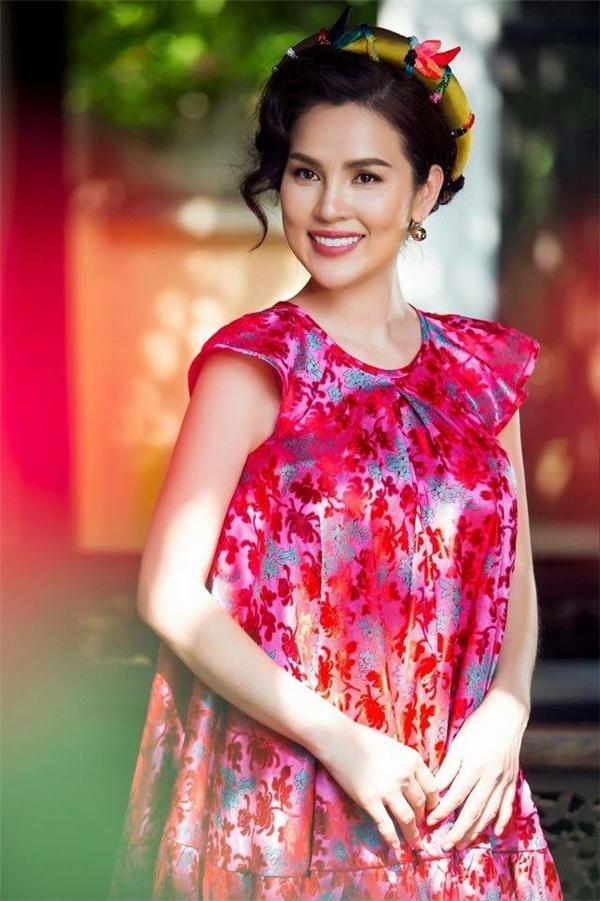 Á hậu doanh nhân Phương Lê hiện đã có 3 con gái, một cháu 6 tuổi và 2 cháu sinh đôi 5 tuổi vô cùngdễ thương và thương yêu mẹ.