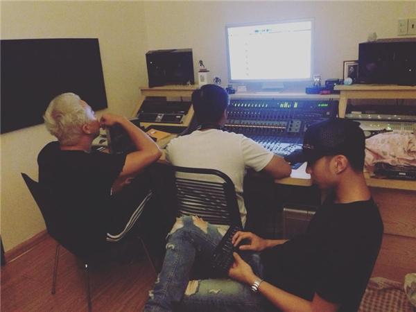 Soobin dành hầu hết thời gian trong phòng thu để làm nhạc. - Tin sao Viet - Tin tuc sao Viet - Scandal sao Viet - Tin tuc cua Sao - Tin cua Sao