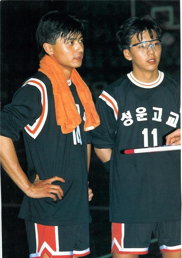 Từ khi gia nhập làng giải trí năm 1992, Jang Dong Gun đã nhanh chóng chiếm trọn tình cảm của khán giả nữ nhờ vẻ ngoài điển trai không tì vết. Nhiều đạo diễn khi đó còn thừa nhận, họtuyển nam diễn viên vào vai chính hoàn toàn là do ngoại hình. Sau này, Jang Dong Gunđãchứng tỏ khả năng diễn xuất tiến bộ và vươn lên hàng ngũ ngôi sao.