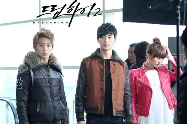 Lục lại những hình ảnh trongquá khứ, có lẽ nhiều người sẽ bất ngờ khi biết vai diễn đầu tay của Park Seo Joon chính là trong Dream High 2.