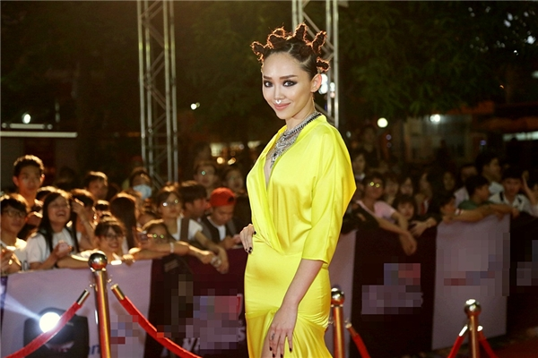 """Được xem như người có khả năng kế thừa vai trò """"nữ hoàng giải trí""""tại showbiz Việt, nữ ca sĩ 26 tuổi chứng tỏ khả năng ca hát và làm chủ sân khấu. - Tin sao Viet - Tin tuc sao Viet - Scandal sao Viet - Tin tuc cua Sao - Tin cua Sao"""