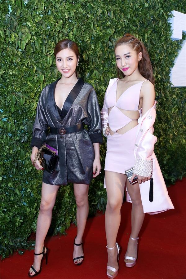 """Hạnh Sino và Emily xuất hiện với phong cách """"nửa kín nửa hở"""" cực quyến rũ. - Tin sao Viet - Tin tuc sao Viet - Scandal sao Viet - Tin tuc cua Sao - Tin cua Sao"""