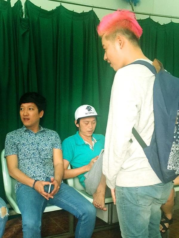 Thanh Duy nhắng nhít bên cạnh Hoài Linh, Trường Giang, Thu Trang - Tin sao Viet - Tin tuc sao Viet - Scandal sao Viet - Tin tuc cua Sao - Tin cua Sao