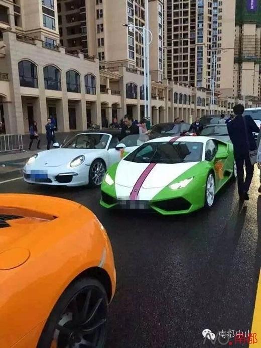 Choáng váng với đám cưới hoàng gia ngập vàng và siêu xe