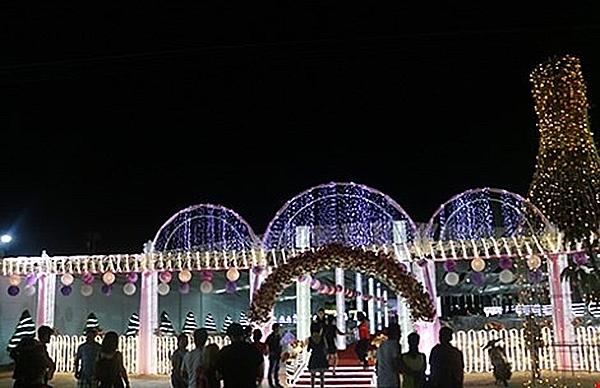 Rạp cưới hoành tráng được dựng trên khuôn viên hơn 3.000m2.(Ảnh: Internet)