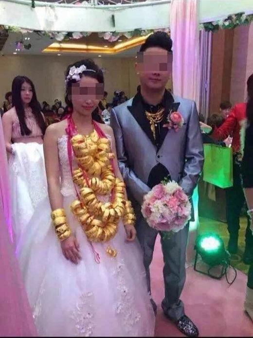 Được biết, gia đình chú rể là thương gia cực kì giàu có.Năm ngoái, đám cưới em trai chú rể cũng hoành tráng tương tự.(Nguồn Internet)