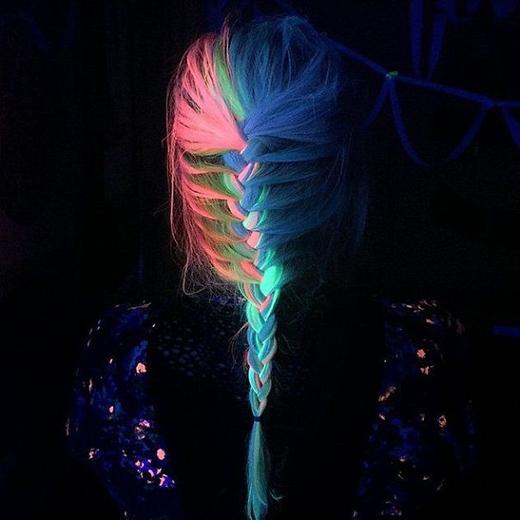 Các tông lạnh màu lam và lục đan xen nhau với điểm nhấn là lớp tóc hồng đáng yêu. (Ảnh: Boredpanda)